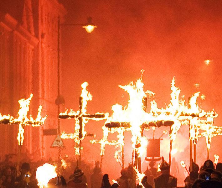 709px-Lewes_Bonfire,_Martyrs_Crosses_02_detail